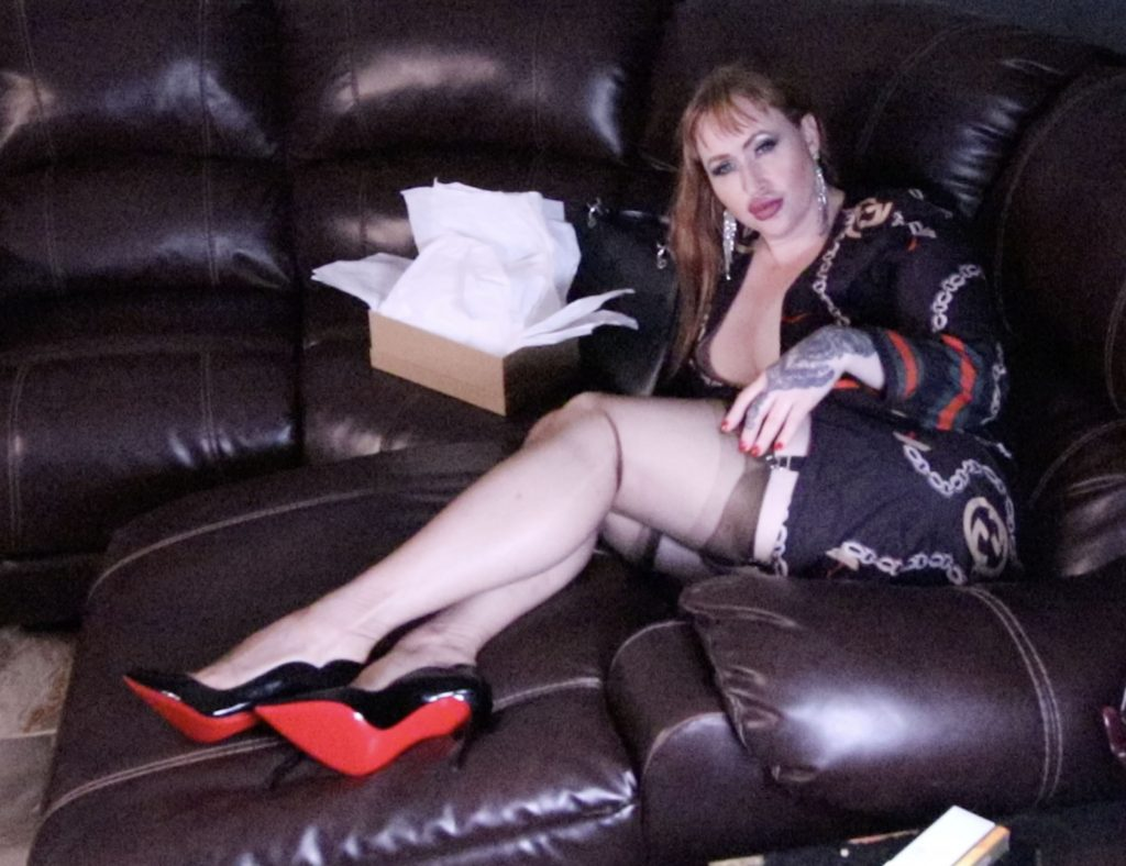 St louis Dominatrix Mistress Julie Simone in louboutins and stockings